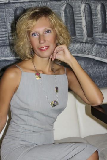 Irina IS098